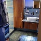 Badgestaltung_altersgerecht_Azul_Macaubas_Quarzit_großformatig_poliert_Boden-Labrador2