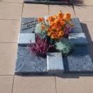 urnengrab_granit_orion_poliert_geflammt_teilabdeckung_bronzeschrift_langgoens