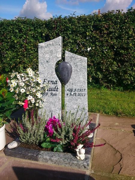 bepflanzung eines urnengrabes